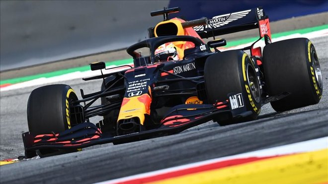 Verstappen manda y Mercedes asoma la cabeza