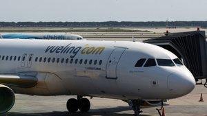 Un avión que se dirigía a Ibiza aterriza en Barcelona por amenaza de bomba