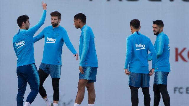 El Barça se ejercita antes de viajar a Sevilla