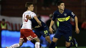 Leonardo Balerdi (derecha) con Tomás Duco durante el partido entre Huracán y Boca Juniors