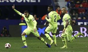 Levante 2 - FC Barcelona 1 - Jeison Murillo junto a Nelson Semedo y Arturo Vidal durante el partido de ida de octavos de final de Copa del Rey entre el Levante y el FC Barcelona