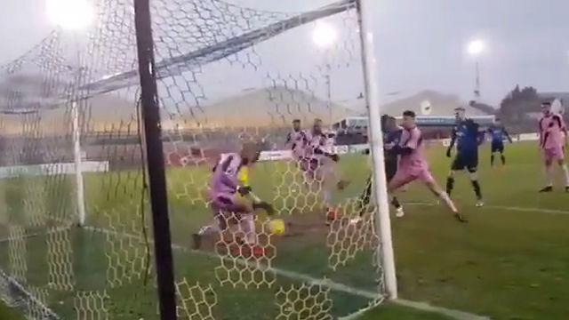 Manual de cómo defender desde la misma línea de gol y conseguir que no te marquen
