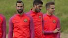 Martín Montoya junto a Luis Suárez y Denis Suárez en el stage de Inglaterra 2016 del Barça