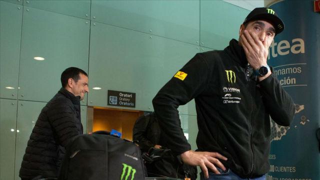 Nani Roma llega a Barcelona tras abandonar el rally Dakar