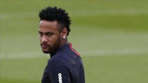 Neymar quiere salir de París ya
