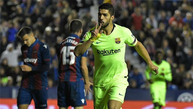 Recuperación de Vidal, jugada de Messi y remate de Luis Suárez para el 0-1 del Barça