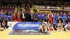 La selección española femenina y los voluntarios FEB se rindieron homenaje mutuo