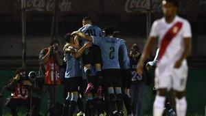 Uruguay venció por la mínima diferencia a Perú