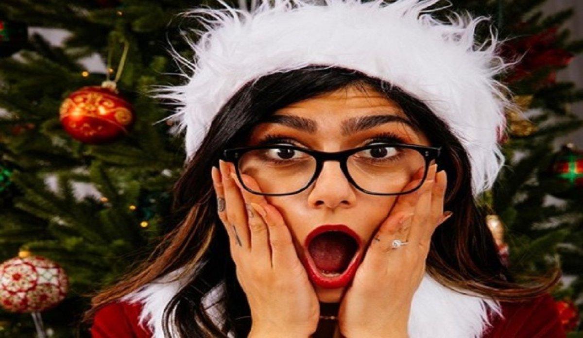 Actrices Porno Retirada Francia la sensual felicitación navideña de mia khalifa