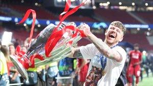 Alberto Moreno llega a Villareal como campeón de la Champions