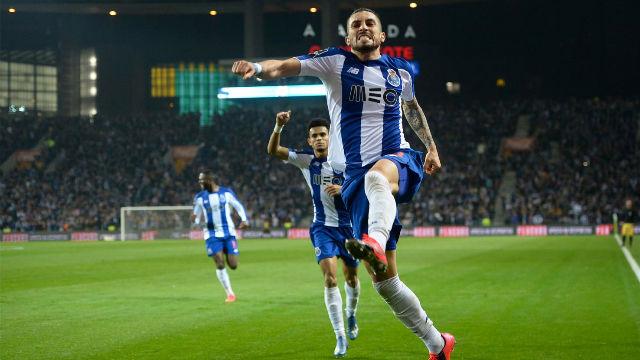 Así golea Alex Telles, el lateral zurdo del Porto que interesa al Barça