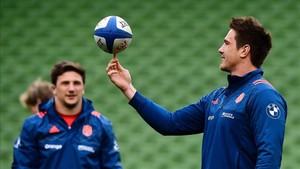 Bernard Le Roux juega en el entrenamiento previo al partido en Dublín