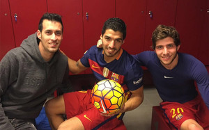Busquets, Suárez y Roberto, al finalizar el encuentro