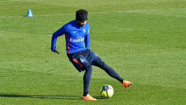 Dani Alves vuelve a entrenar tras su lesión