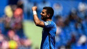 El delantero del Getafe, Ángel, celebrando un gol con la afición