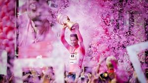Dumolin celebra su triunfo en el Giro 2017