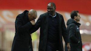 Henry y Vieira se saludan en la previa al encuentro