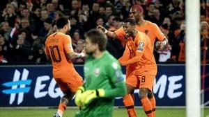 Holanda goleó por 4-0 a Bielorrusia en De Kuip