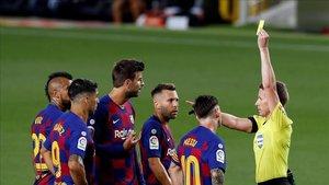 Los jugadores del Barça han sido muy castigados por los árbitros