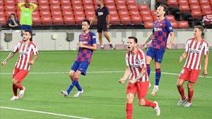 Los jugadores del Barça en una acción del partido