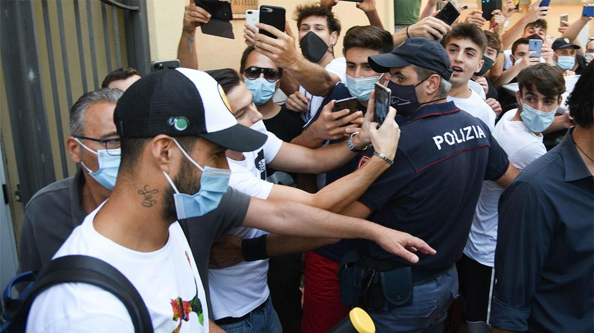 Luis Suárez, en Perugia para su examen de italiano