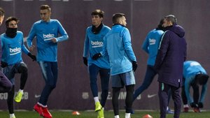 Valverde con Riqui, Oriol Busquets y Miranda en un entrenamiento