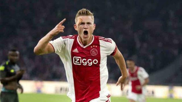 Ajax defender De Ligt on whether he prefers Barcelona or Manchester