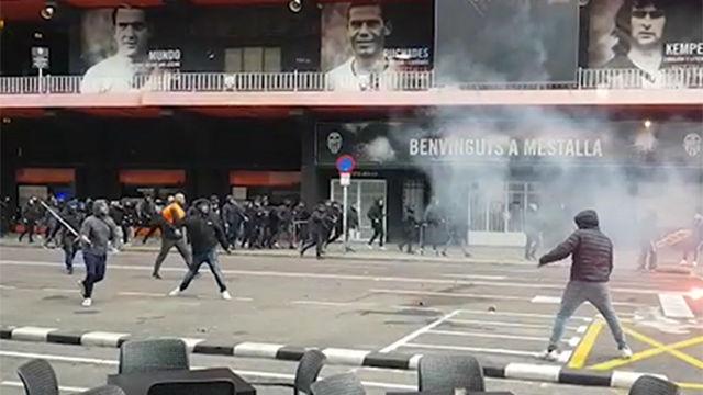 Batalla campal entre ultras en los aledaños de Mestalla