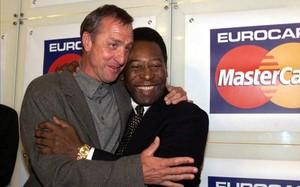 Cuyff y Pelé, dos astros del fútbol mundial