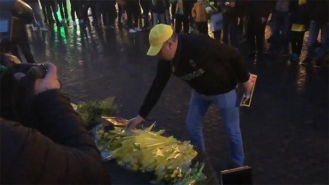 Emocionante homenaje de los aficionados del Nantes a Sala