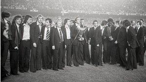 Los campeones del FC Barcelona en Basilea ofrecieron la Recopa al día siguiente a la afición en el Camp Nou