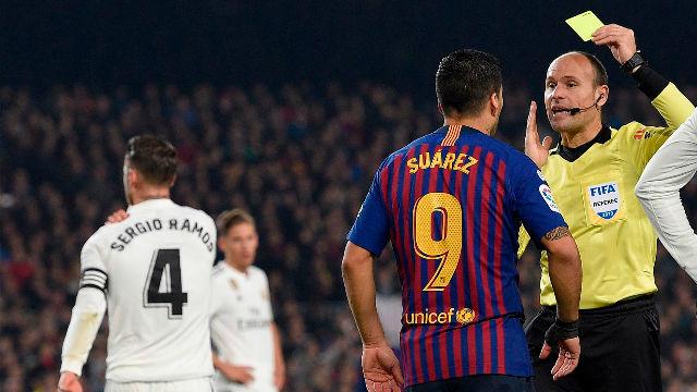 Mateu Lahoz sonrió ante las quejas de Modric por una falta clara sobre Malcom