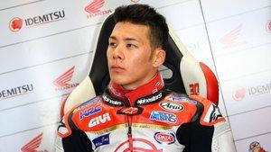 Nakagami sentado en su box del LCR Honda
