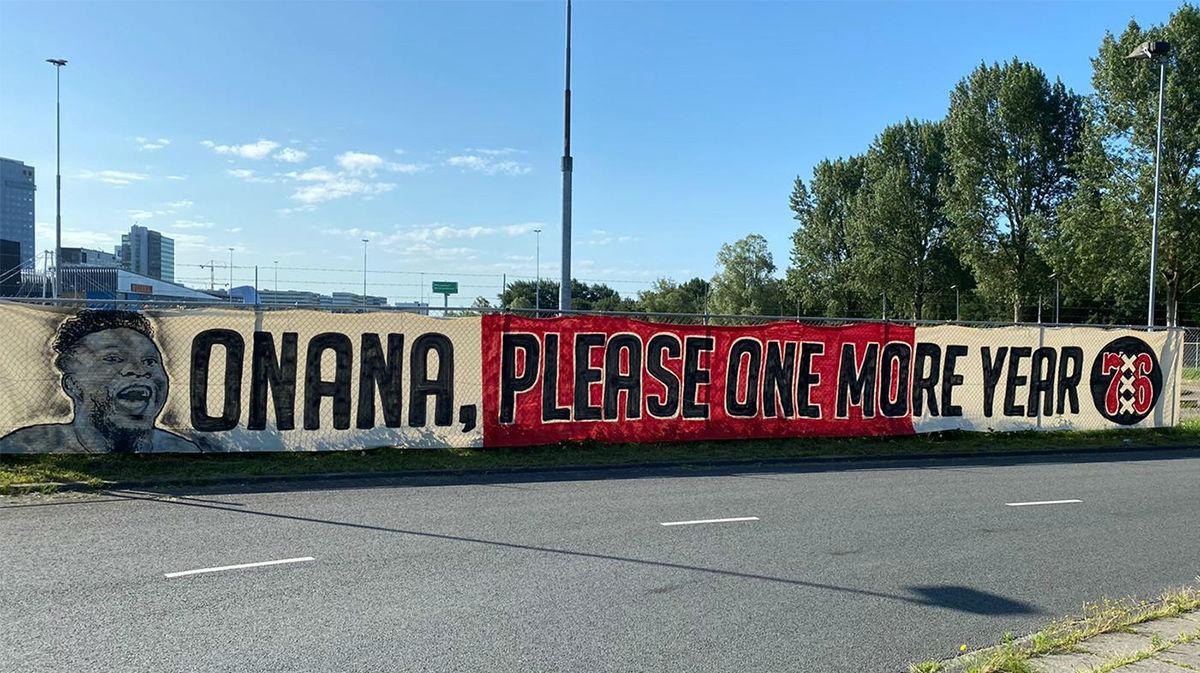La pancarta que le han hecho a Onana para que siga en el Ajax
