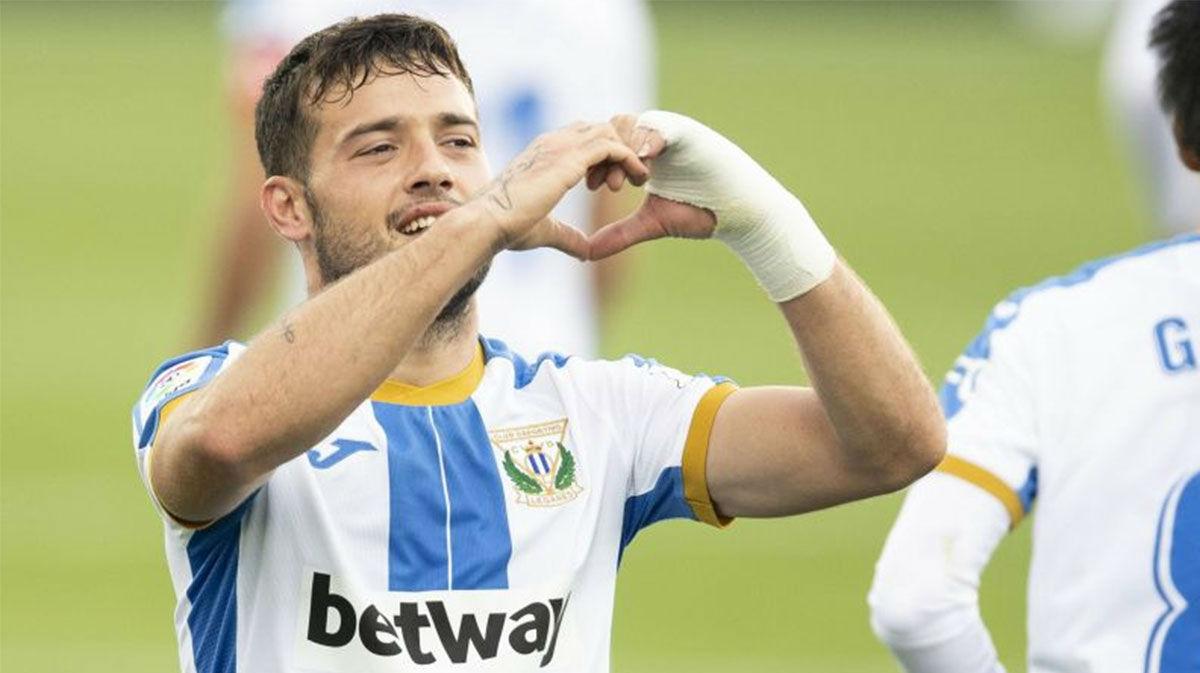¡Por toda la escuadra! El golazo de Arnaiz al Zaragoza