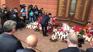 El presidente Bartomeu lideró la ofrenda floral
