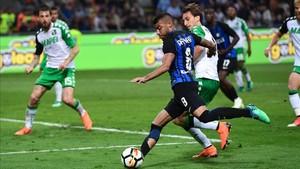 Rafinha quiere continuar en el Inter, pero la situación es complicada