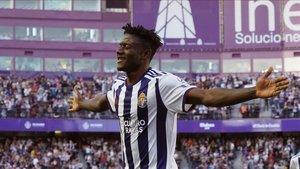 Salisu celebra una diana con el Valladolid.