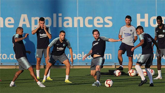 Último entrenamiento del Barça antes de viajar a Valencia
