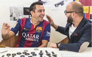 Xavi se interesó por el funcionamiento de los relojes f66ebacdaf5