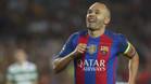 Andrés Iniesta renueva de por vida con el Barça