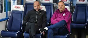 Borrell, junto a Guardiola en el City