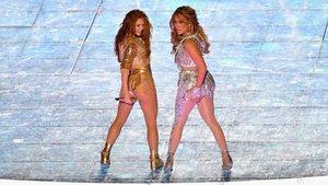 Definen como pornografía la actuación de la Super Bowl de Jennifer López y Shakira