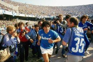El documental de Diego Maradona se expone en Cannes con éxito