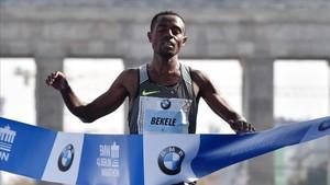 El etíope Kenenisa Bekele dominó la carrera con autoridad