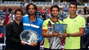 Los cuatro protagonistas de la final, posan tras el partido