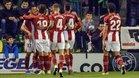 Los jugadores del Athletic hacen piña en torno a Villalibre