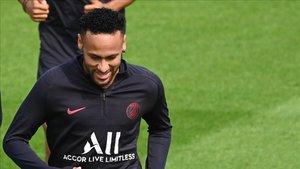 Neymar saldrá de París