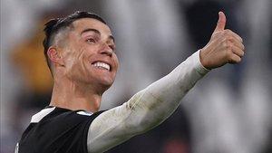La nueva normalidad de Cristiano Ronaldo: tomar el sol con su Bugatti Chiron