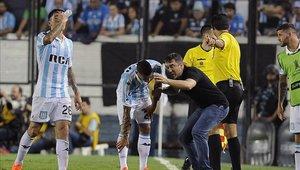 Ricardo Centurión fue separado por una discusión con Coudet en el partido con River Plate